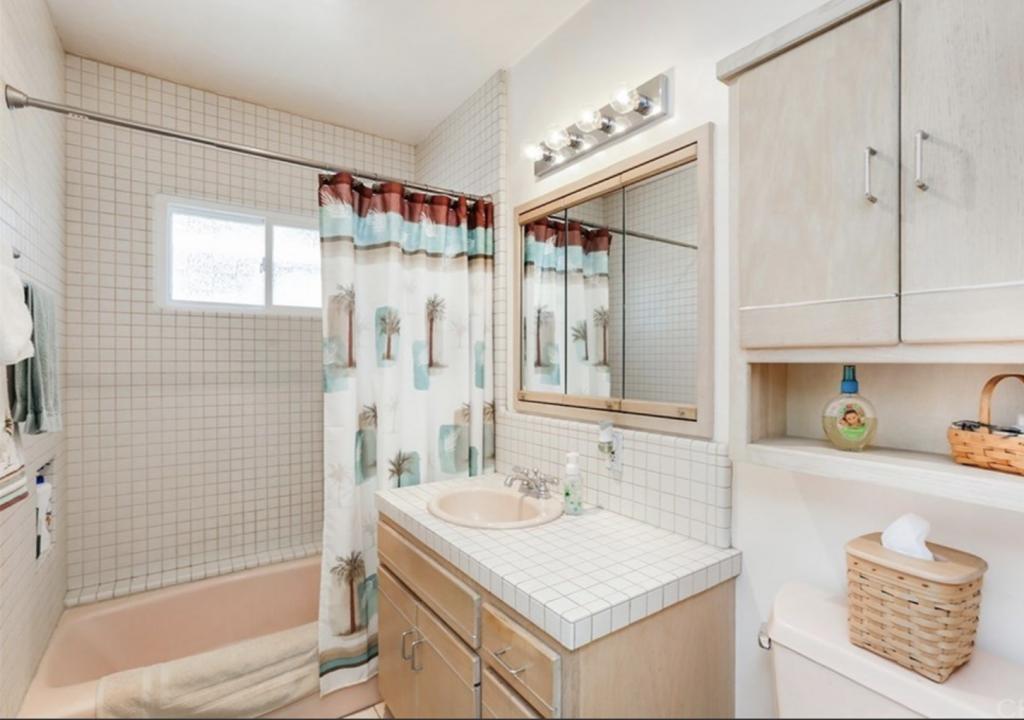 Kristin Dion Design DIY Bathroom Remodel Before Photo