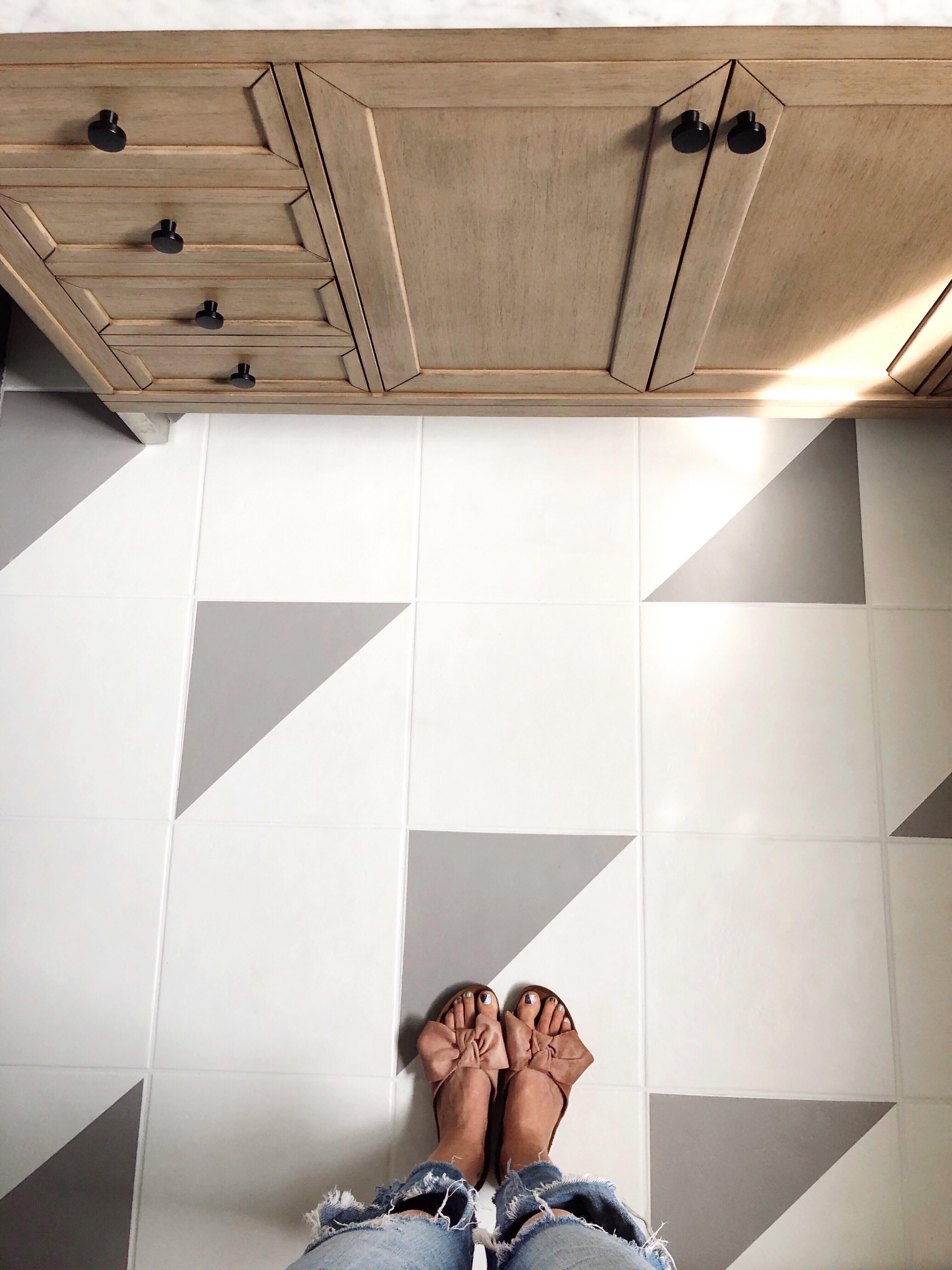 DIY Painted Bathroom Floors with Rust Oleum
